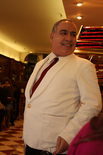 waiter-mittel.jpg